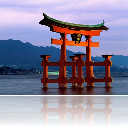 Grand_Gate,_Itsukushima_Shrine,_Miyajima,_Japan